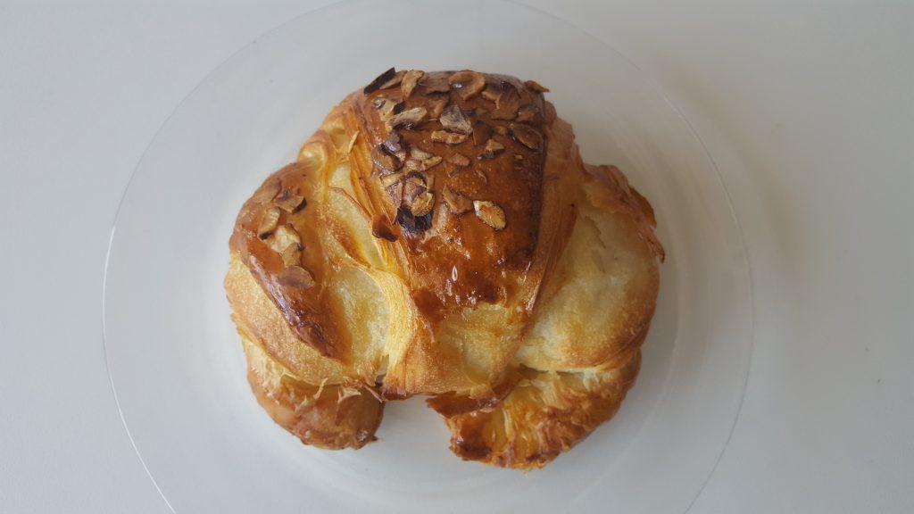 Lækker og sprød croissant med marcipan; Det bedste chokolade croissant i Aarhus indlæg
