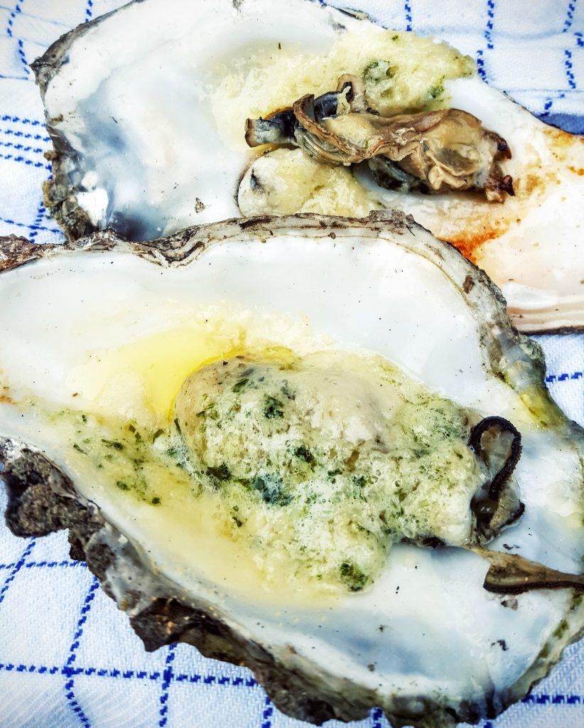 Østers grillede i hvidløg & ramsløg smør og revet parmesanost; Fanø østers indlæg