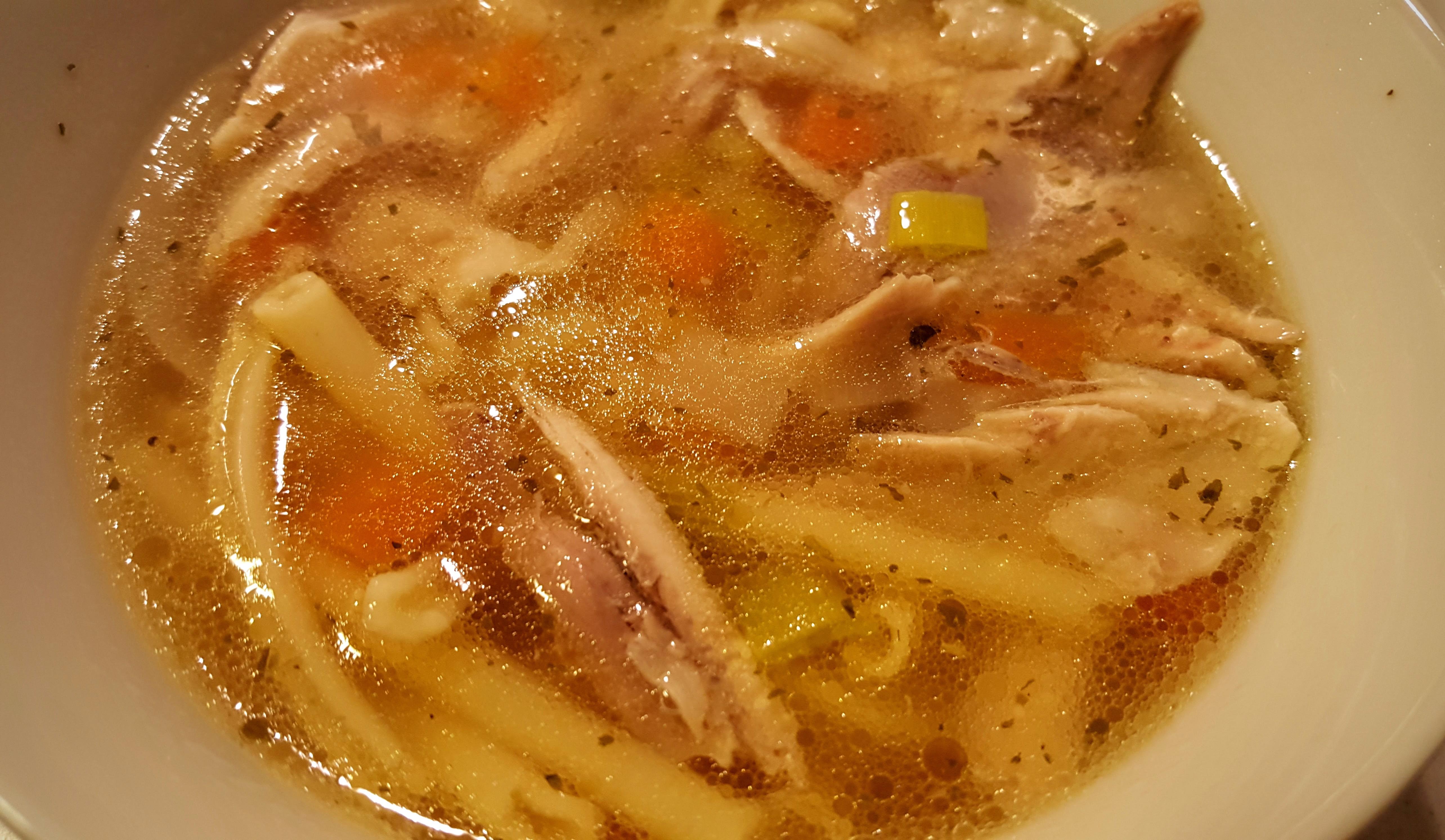 Kyllingesuppe med pasta