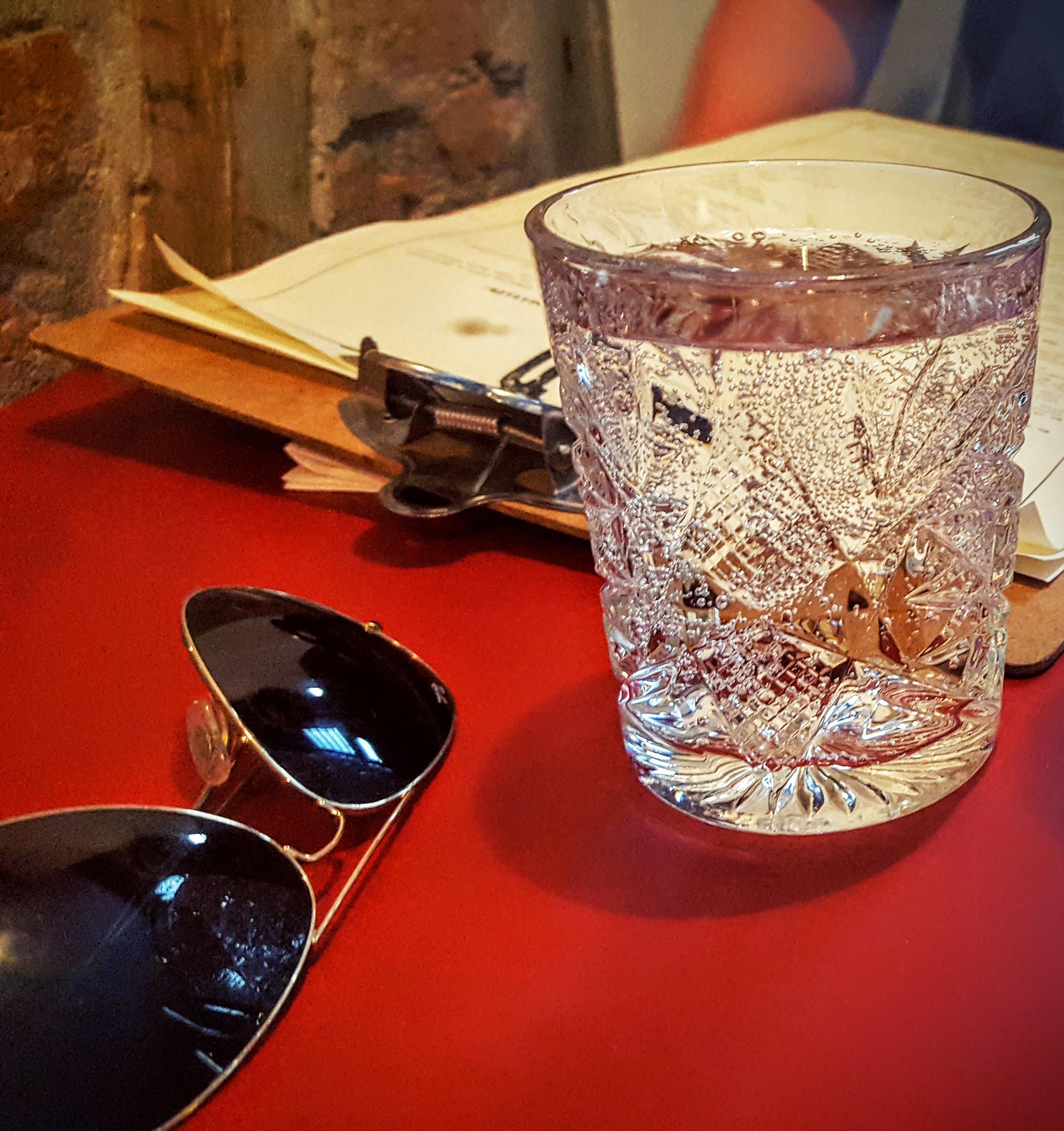 Köd Århus menu, krystalglas og Ray-Bans