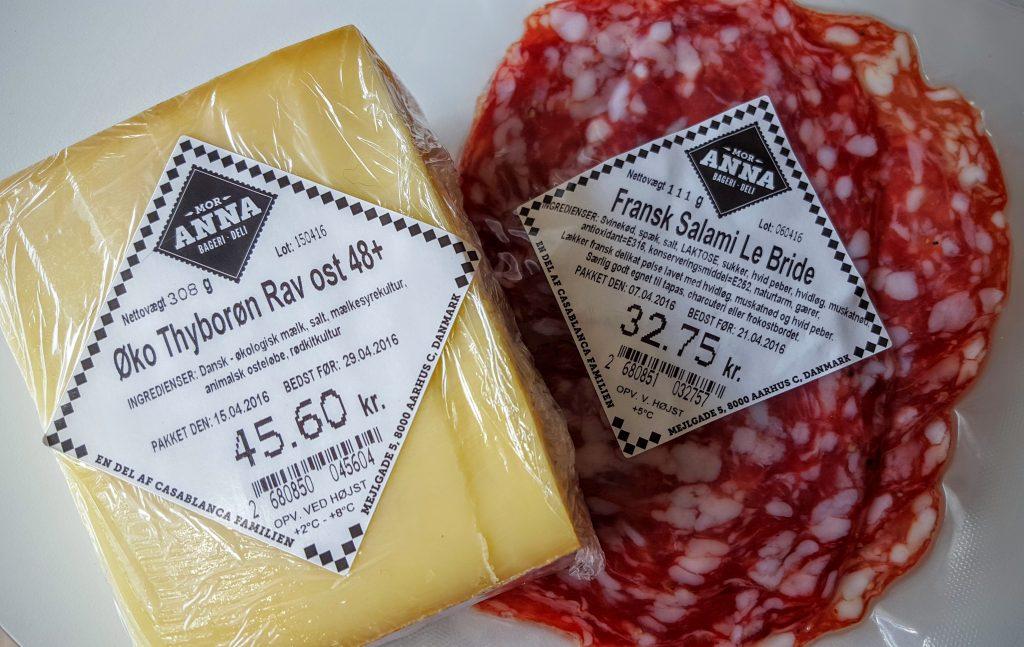 Vores yndlings deli køb hos Mor Anna - Øko Thyborøn Rav ost 48+ og Fransk Salami Le Bride; Gourmetbagere i Aarhus indlæg