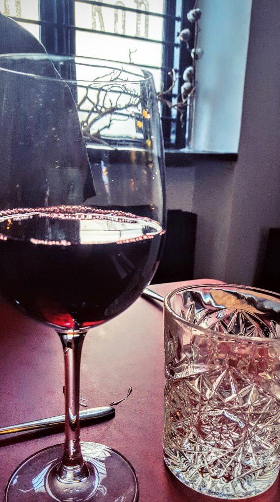 Rødvin i vinglas; Spis & Støt 2016 ved Köd Aarhus indlæg